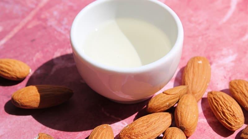 Bahan Dasar Kosmetik Alami - Almond Oil