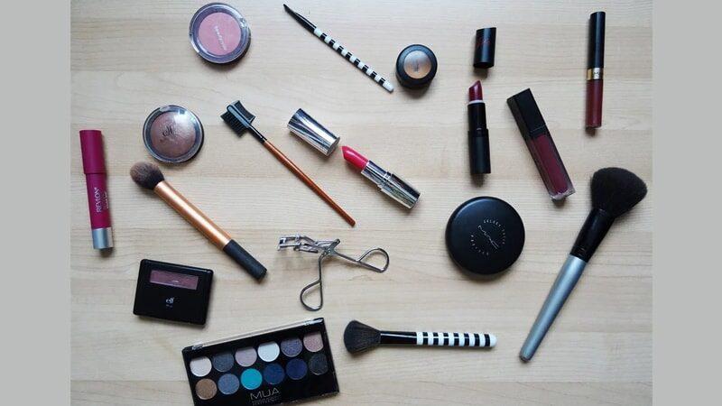 Kosmetik dan Alat-Alat Makeup untuk Pemula