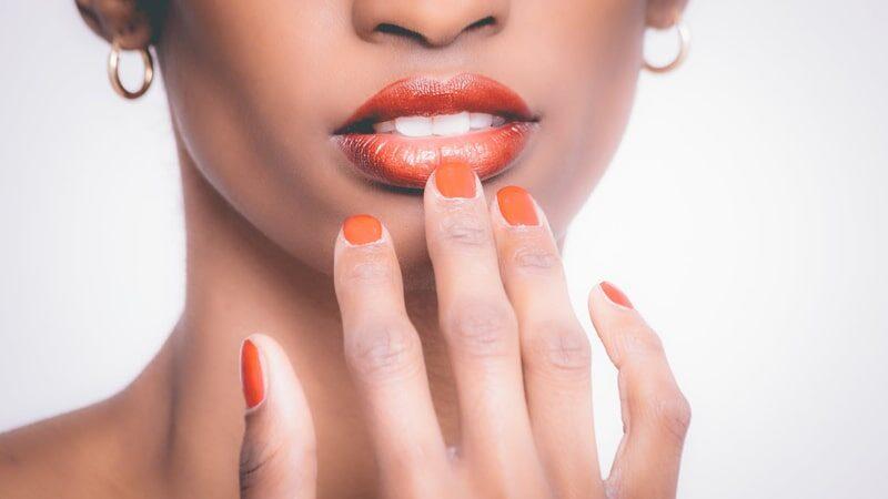 Warna Lipstik yang Tahan Lama dan Tidak Mudah Luntur Saat Makan