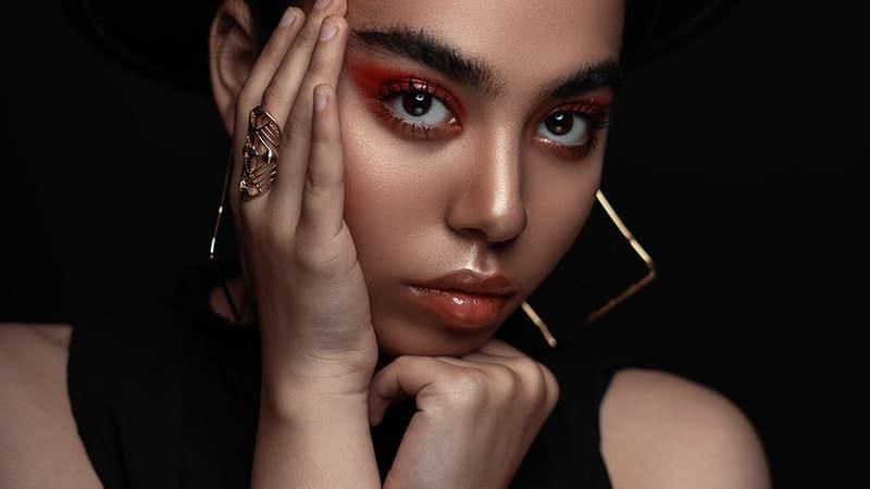 Warna Lipstik yang Cocok untuk BIbir Hitam - Lisptik Glossy