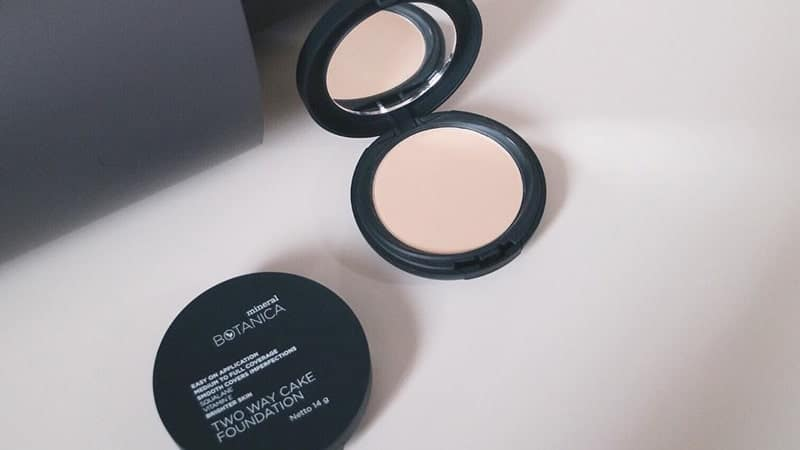 Mineral Botanica Two Way Cake Foundation