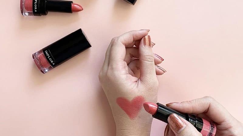 Warna-Warna Lipstik Implora - Lipstik Hitam