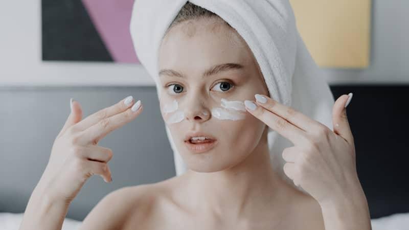 Rekomendasi Eye Cream Krim Mata Yang Bagus dan Terbaik