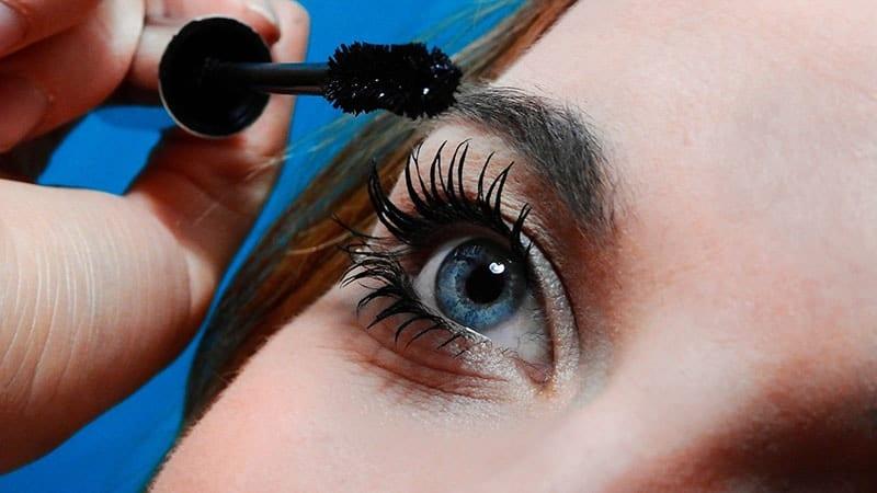 Kosmetik Mata - Maskara