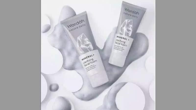 Produk Wardah untuk Kulit Berminyak - Nature Daily Mineral + Clarifying Facial Foam