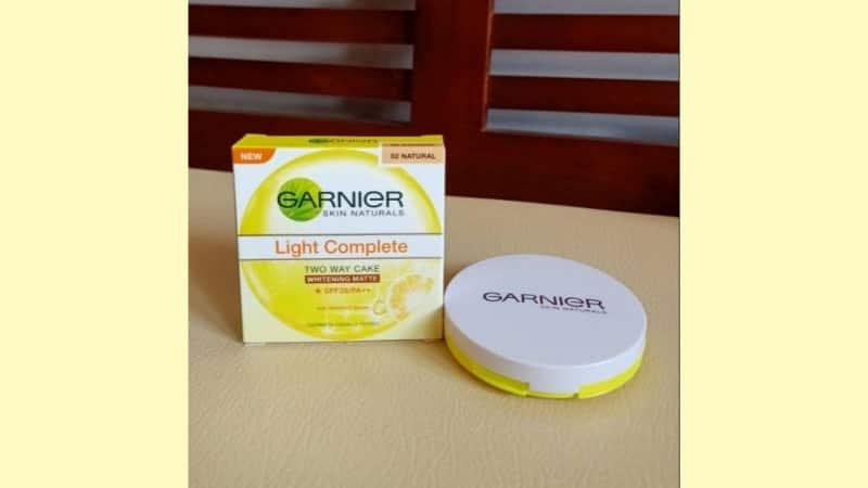 Bedak Pemutih Wajah - Garnier Light Complete Two Way Cake